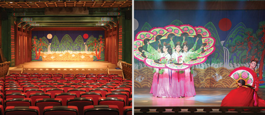 Theater in Korea House, Women are playing traditional dance in Korea house